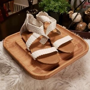 385 Fifth White Sandals Size 10